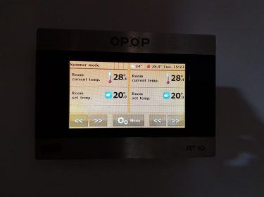 Punct termic, cu controlul cazanului realizat prin internet.  Cazan pe peleti OPOP Biopel de 30 kW + buncar extins + boiler tampon + 3 circuite termice (doua mixate , unul nemixat) + 2 panouri solare plane SKS.