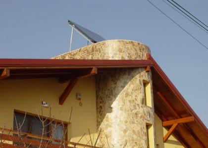 Instalatie cu cazan in condensare GB112-29kW + solar cu 2 panouri plane SKS, pe terasa