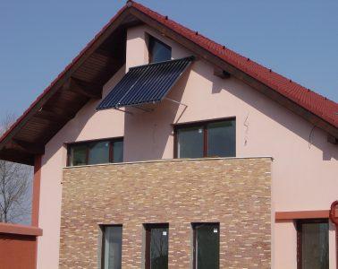 Instalatie cu cazan in condensare GB112-43kW + panou solar cu tuburi vidate CPC 6+12, pe fatada