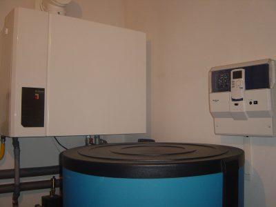 Punct termic cu combinatie de cazane (condens GB112-43kW, cu cazan pe lemne in gazeificare S151-40kW)